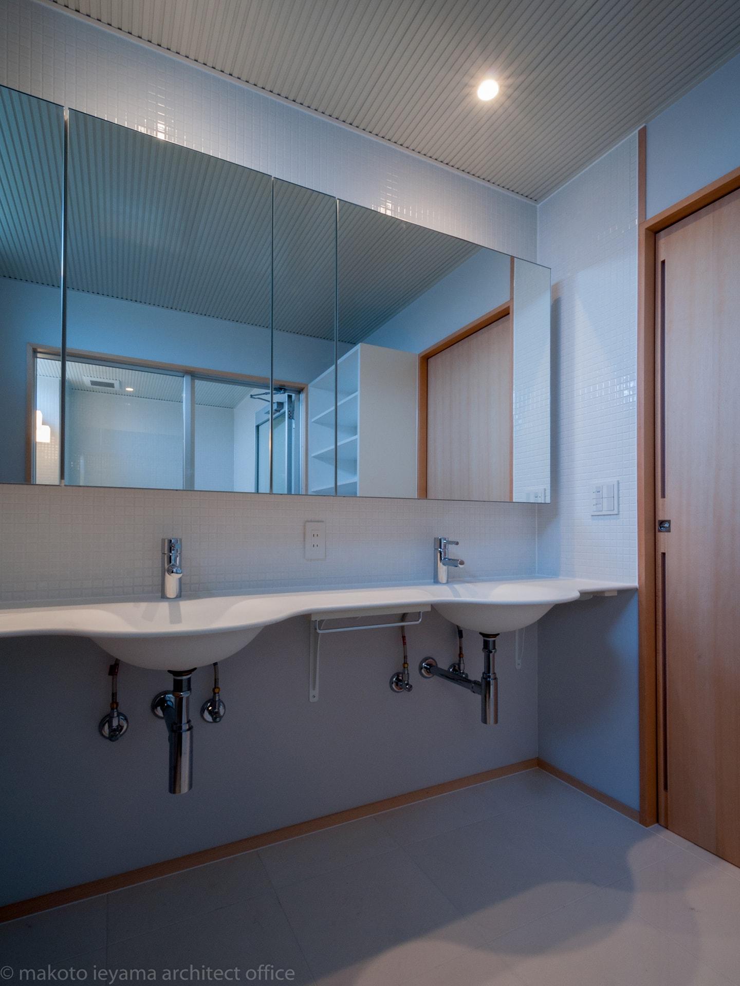 神田の家 洗面所