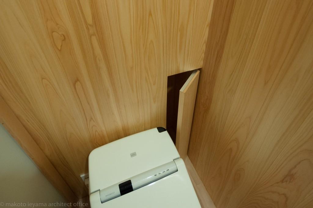 八幡の家 トイレ収納