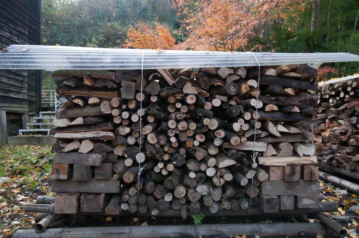 八幡の家 薪