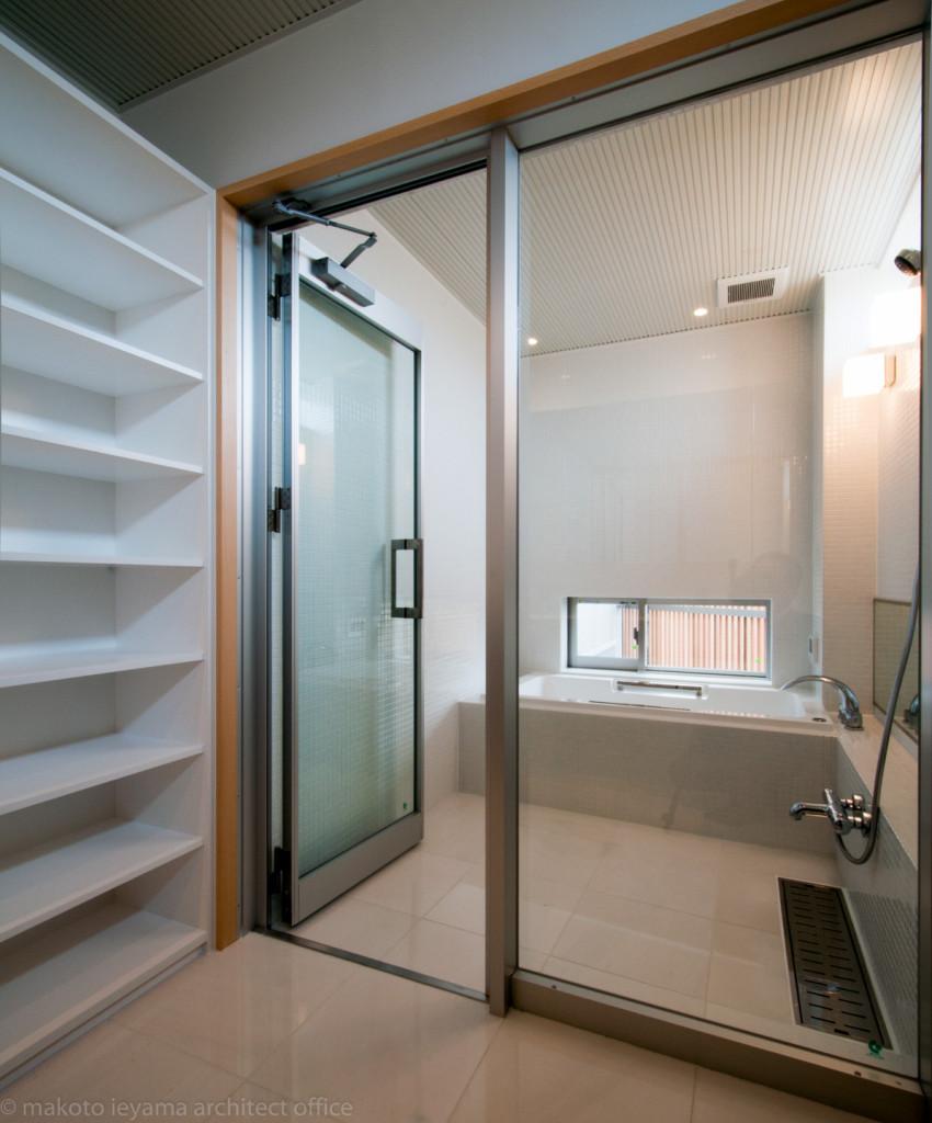 神田の家 浴室