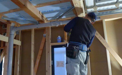 天井裏配管工事
