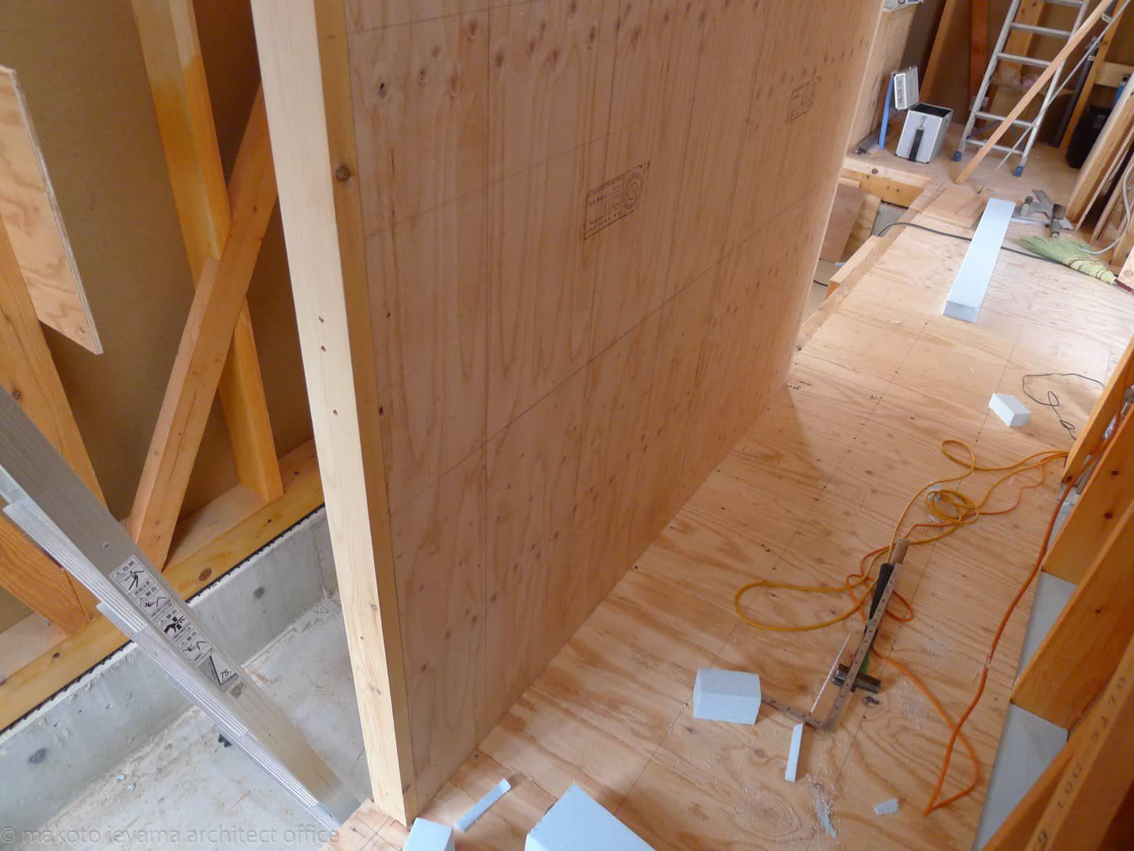 合板の階段仕切壁