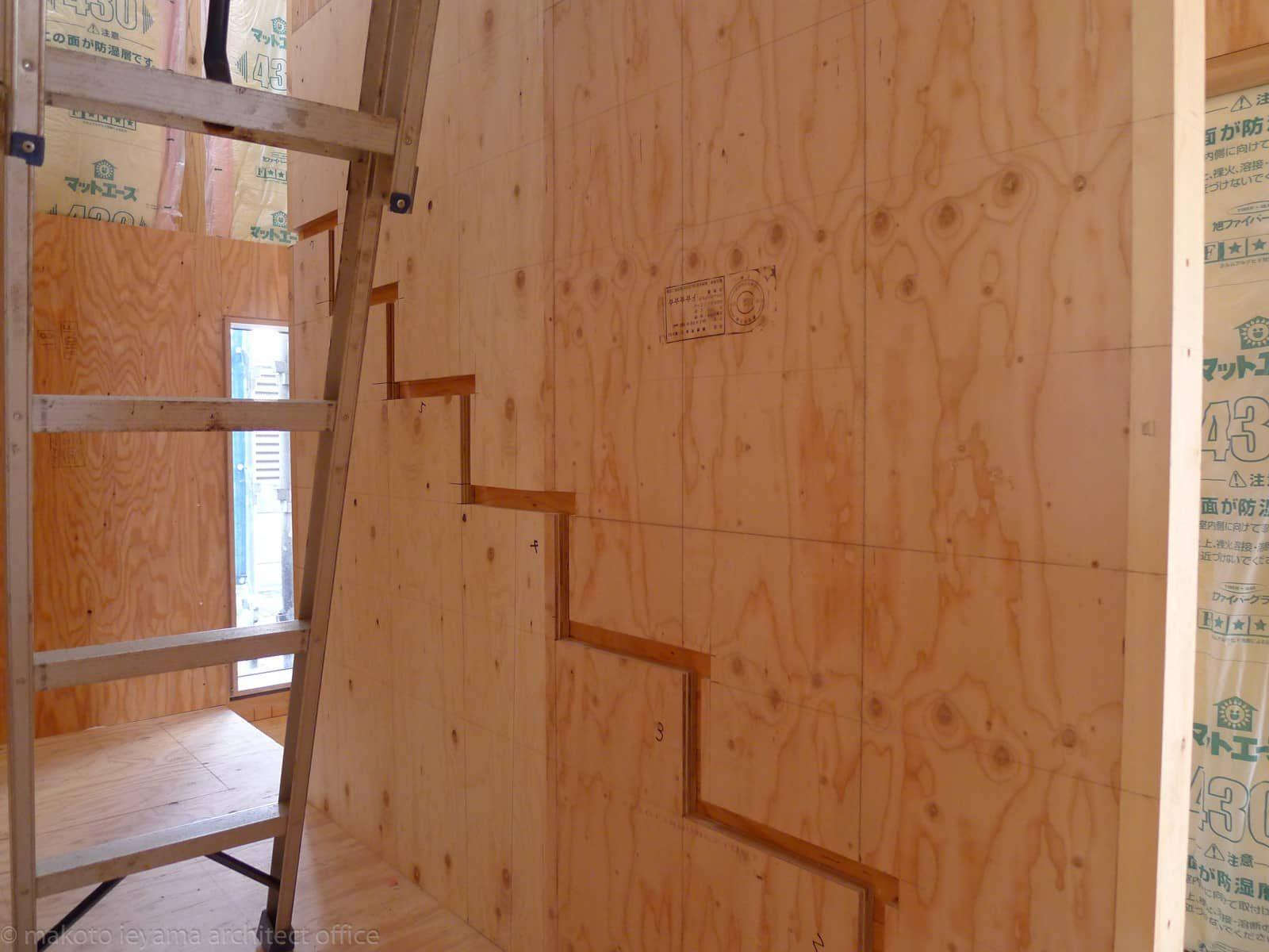 合板のササラ階段