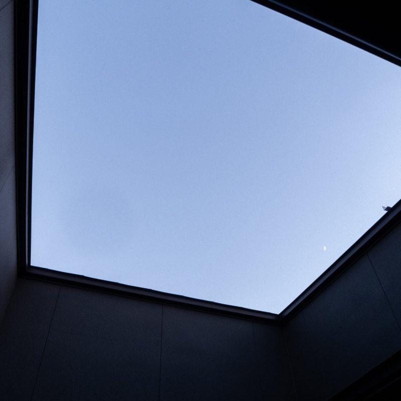 プライベートなバルコニーからの空の眺め