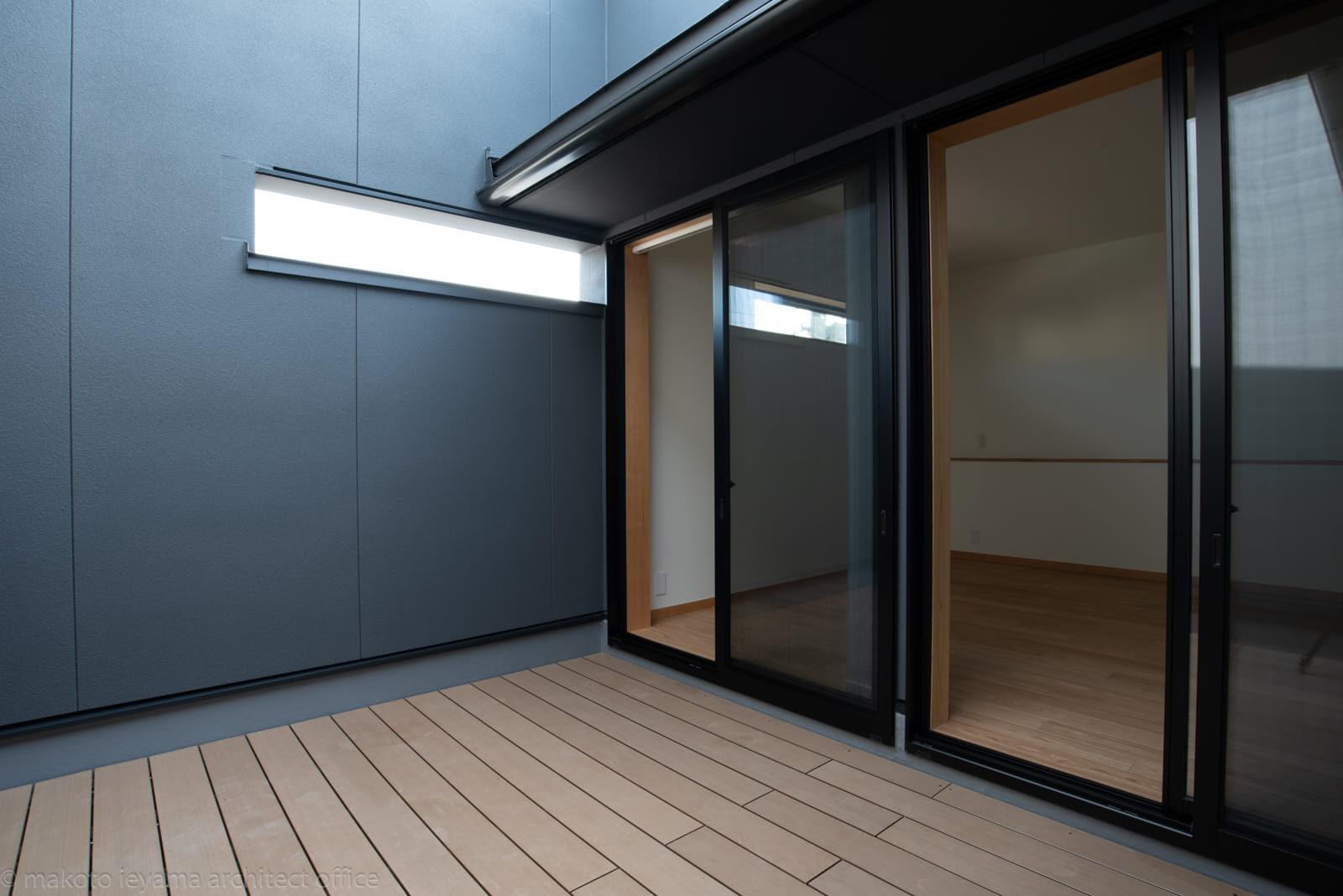 円光寺の家 プライベート空間のバルコニー