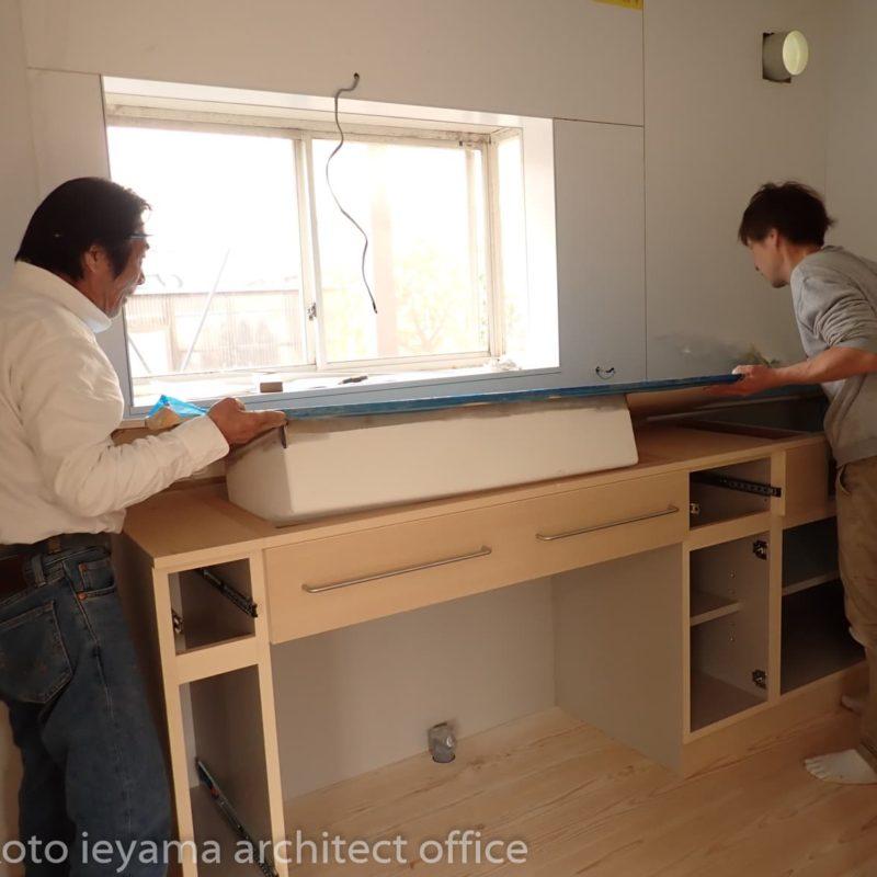 造作キッチンの現場施工