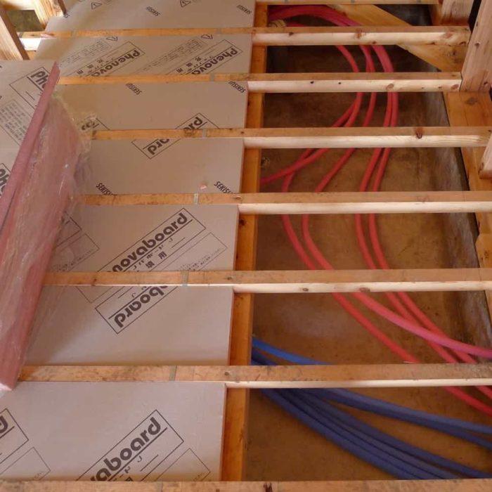 南砺市の家 床下断熱・配管