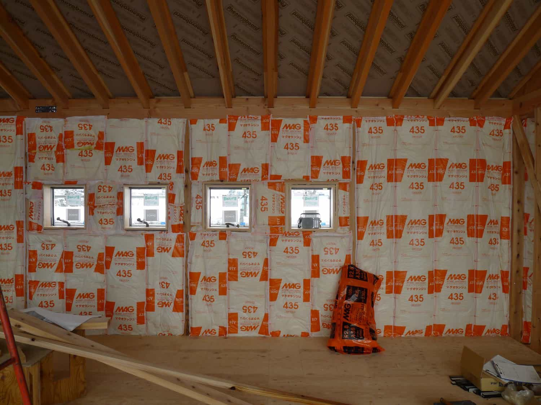 南砺市の家 壁グラスウール断熱材