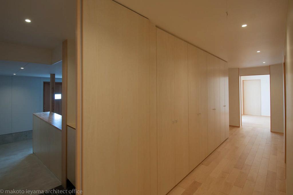 廊下の壁面収納
