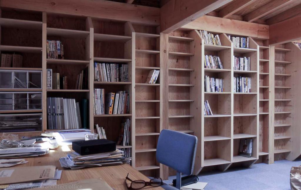 間柱を利用した本棚