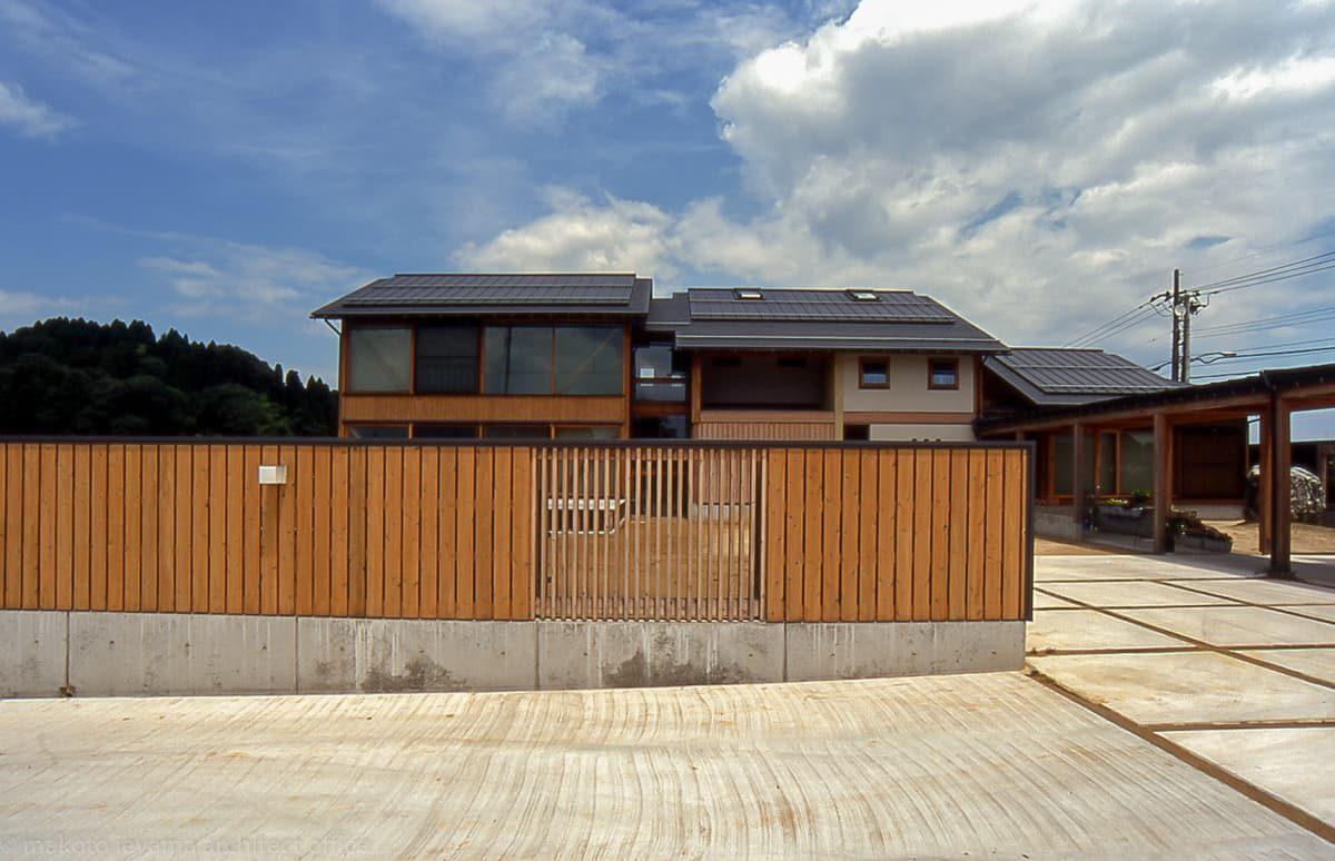 田園の二世帯住宅 板塀