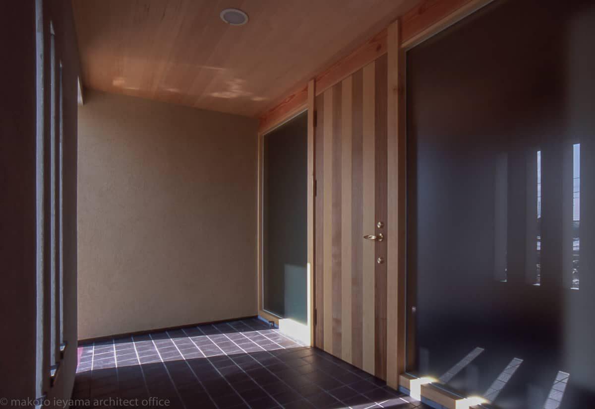 田園の二世帯住宅 玄関ドア