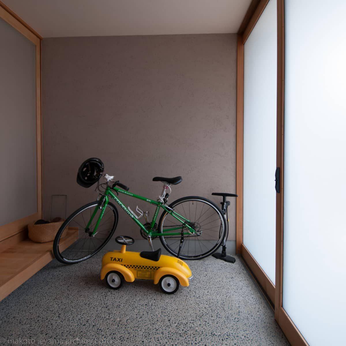 石引の家 玄関引戸