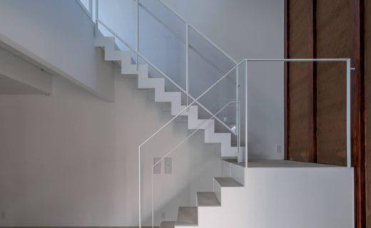 階段 鉄骨ささら 箱形階段