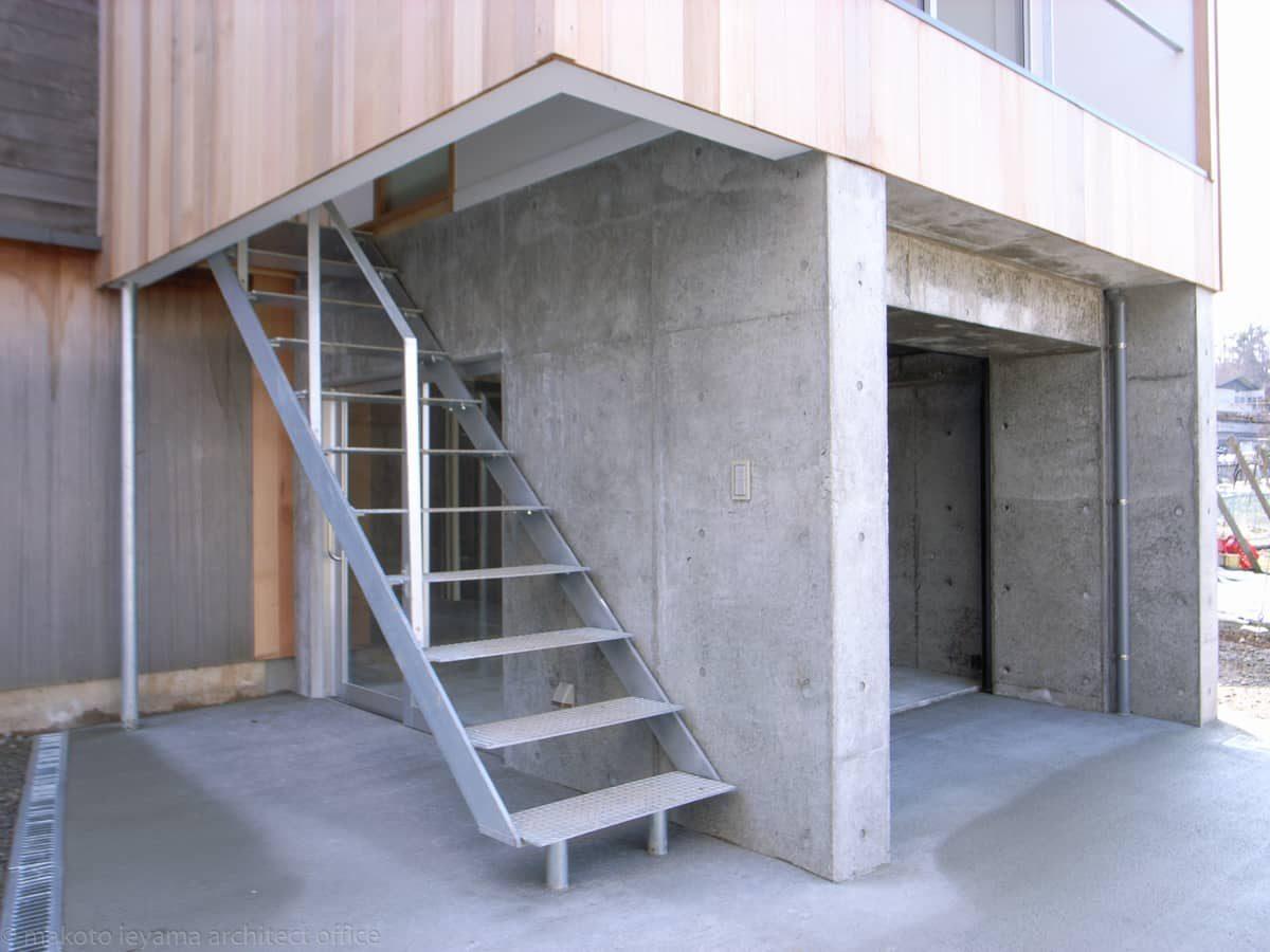 屋外鉄骨階段