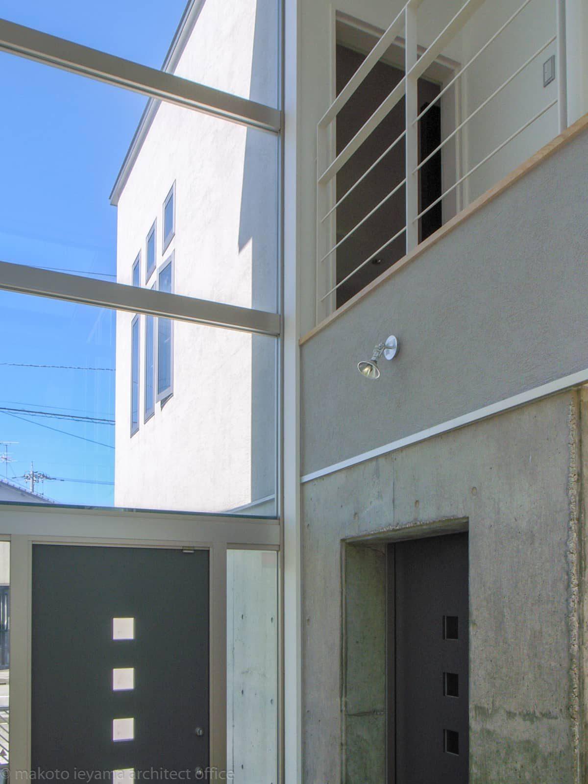 久安の家 車庫から玄関への扉
